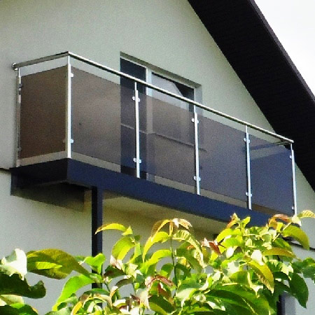 Ограждение балкона из нержавейки и стекла